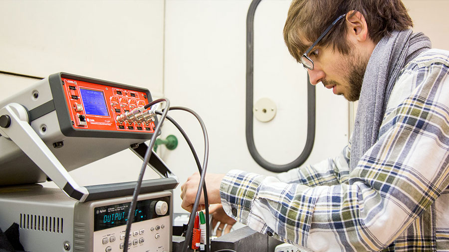 Oregon State graduate student works in nuclear engineering lab.
